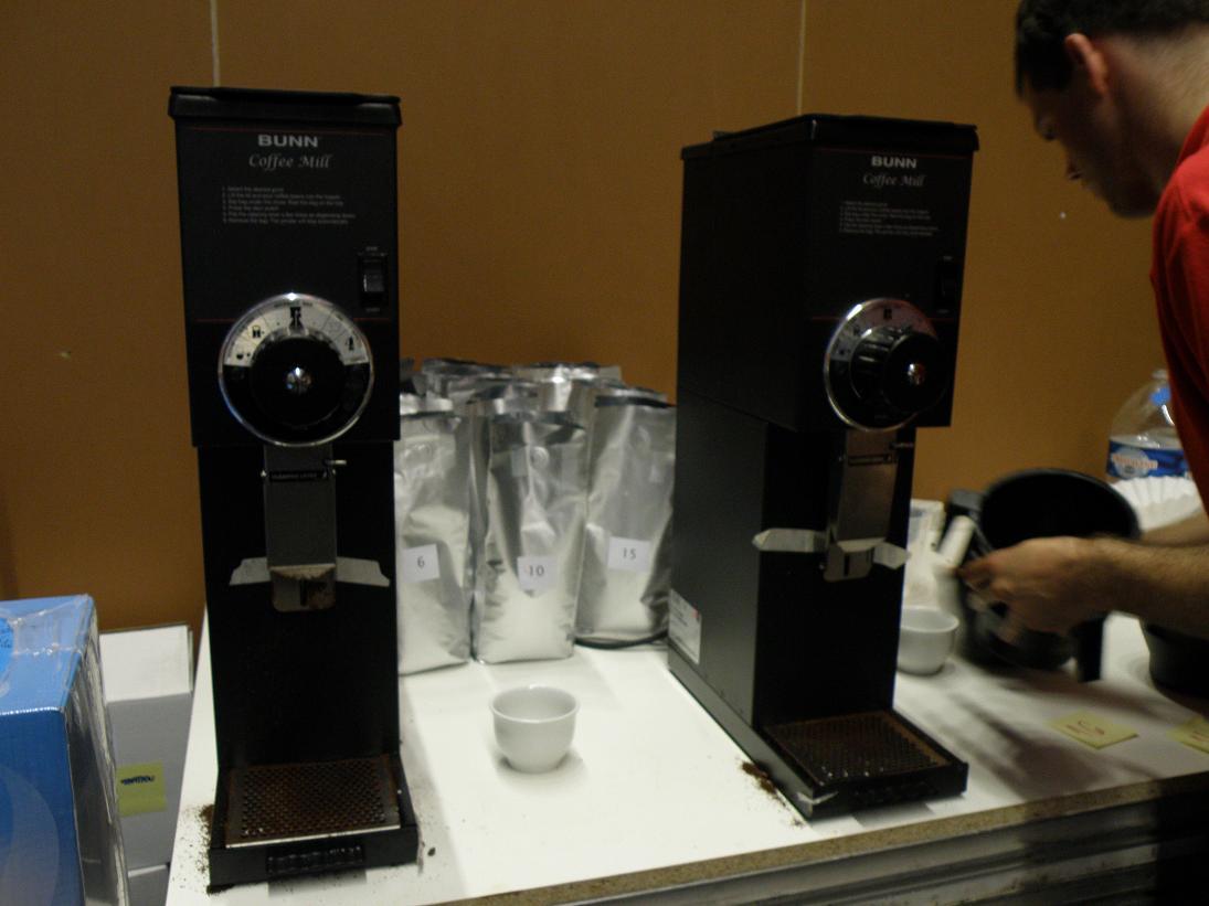 coffeesnobs.com.au/attachments/SCAE2009-Cuptasting12.JPG