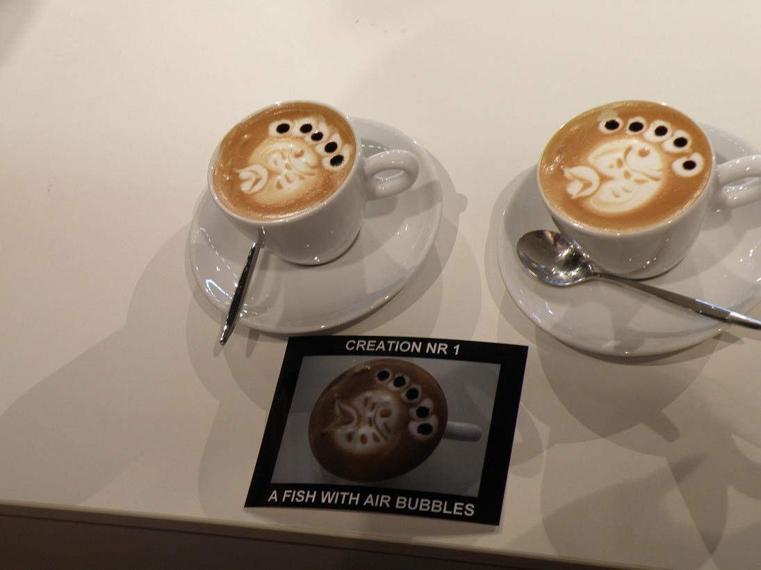 coffeesnobs.com.au/attachments/SCAE2009-Latte-Art-Finals-Belgium2.JPG