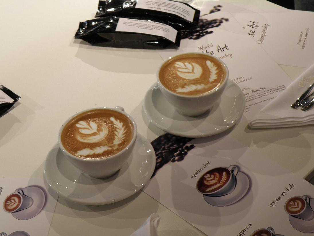 coffeesnobs.com.au/attachments/SCAE2009-Latte-Art-Finals-Greece9.JPG